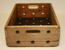 <b>Wooden box for transporting biscuits, date unknown.</b> Viau collection, Écomusée du fier monde