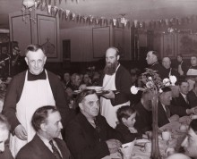 <strong><em>Dinner for the poor, basement of Saint-Pierre Apôtre church, </em> 1941.</strong><br />Provincial archives of the Oblates of Mary Immaculate, Richelieu