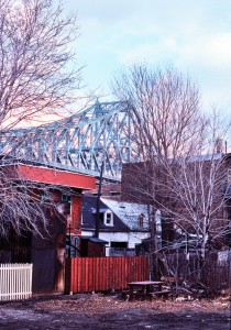<b>Houses in the shadow of Jacques-Cartier bridge, 1976.</b> Photo: Daniel Heïkalo