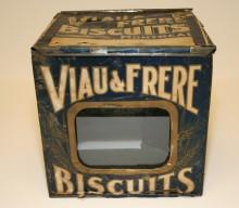 <b>Boîte de biscuits en fer blanc, vers 1910.</b> Collection Viau, Écomusée du fier monde