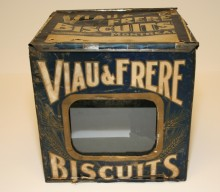 <b>Tinplate biscuit container, circa 1910.</b> Viau collection, Écomusée du fier monde