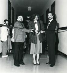 Inauguration de la première exposition permanente en présence de Michel Gendron, membre fondateur de l'Écomusée, Manon Forget, de la Ville de Montréal et Michel Laporte, député de Sainte-Marie, 1987. Écomusée du fier monde