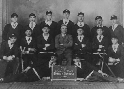 Équipe de balle molle British-Consols, en 1928. Collection Macdonald Tobacco, Écomusée du fier monde