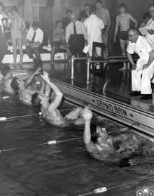 Compétition masculine, 1956. Photo : Service des Parcs de Montréal, Écomusée du fier monde