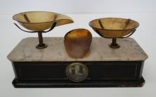 <b>Scale, date unknown.</b> Macdonald Tobacco collection, Écomusée du fier monde