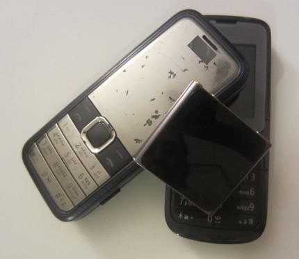 Obsolescence programmée : façon de développer, de fabriquer et de commercialiser des produits dans le but de diminuer leur durée de vie et d'accélérer l'achat de nouveaux produits. <b>Cellulaires et lecteur MP3, achats en 2009-2010; désuets en 2011.</b>