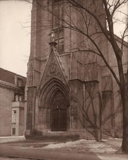 L'église Saint-Pierre Apôtre. Archives provinciales des Oblats de Marie Immaculée, Richelieu