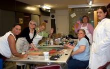Les femmes lors d'un atelier de création, 2013. Photo : Audrey Rainville