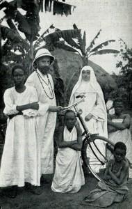 <b>Un Père Blanc et une Sœur Blanche en mission, vers 1942.</b> Archives de la Province canadienne des Missionnaires d'Afrique