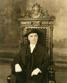 Portrait officiel d'Alphonse Raymond alors président du Conseil législatif, 1936. Archives – HEC Montréal, Fonds Alphonse Raymond, P078/Z, 0001