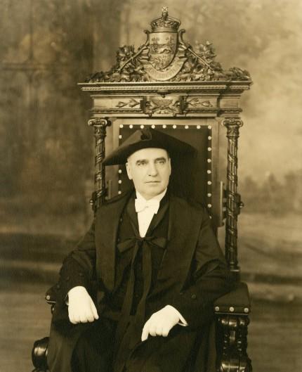 Portrait officiel d'Alphonse Raymond alors président du Conseil législatif de la province de Québec, 1936. Archives – HEC Montréal, Fonds Alphonse Raymond, P078/Z, 0001