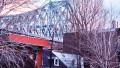 Maisons à l'ombre du pont Jacques-Cartier, rue Dorion, 1976. Photo : Daniel Heïkalo