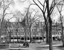 Gare-hôtel Viger, vue du carré Viger vers 1954