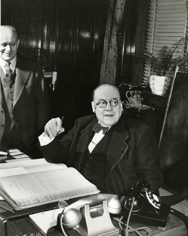 Swearing-in of Camillien Houde, December 10, 1947
