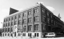 La façade du bâtiment, avenue de Lorimier, vers 1995