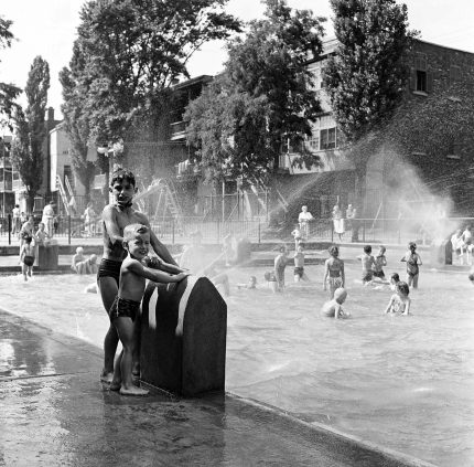 Wading pool at Veterans' Park, circa 1955. City of Montreal Archives..