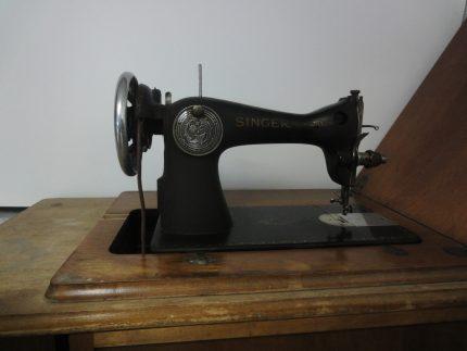 Singer sewing machine, model 15-88. Écomusée du fier monde.